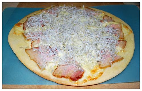 しらすとベーコンのピザ