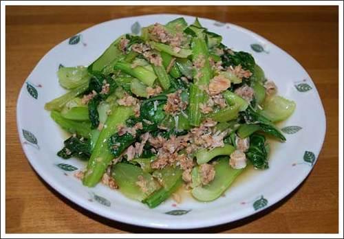 チンゲン菜と鮭中骨缶詰の中華風