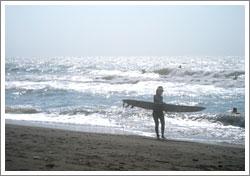 日差しの強い海