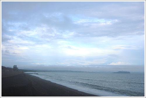 茅ヶ崎から江ノ島・朝の空
