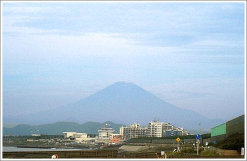 海から見た富士山・朝9時