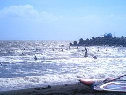 日差しが強い海