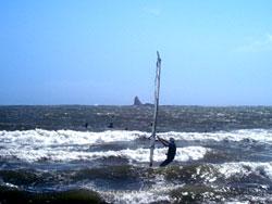 ウインドサーファーとえぼし岩