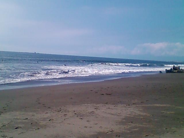 10:30、湘南茅ヶ崎サーフィン波情報。