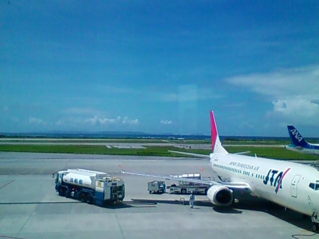 沖縄、晴れ、気温30<br />  ℃です。