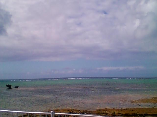 沖縄は少し雲が多くなりました。