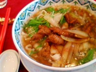 お昼は中華、刀削麺にしました。