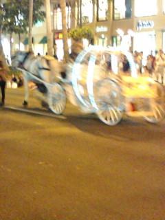 ワイキキでパレードが行われていました。