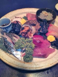 夕飯は葉山の海人市場でいただきました。