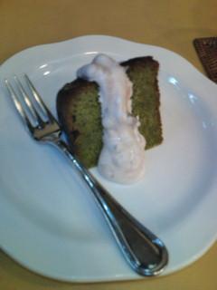 ランチセットの半額デザート 抹茶ケーキ。