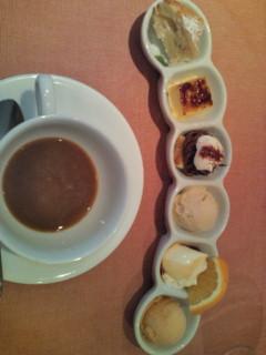 デザート6種とコーヒー