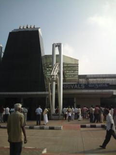 インド ティルチラッパッリ空港に到着。