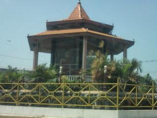 スリランカ 街中にまつられたブッダの像。