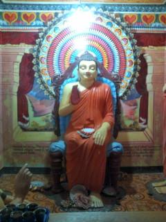 スリランカ最大のブッダの中にあるブッダ像。