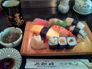 蒲田の富寿司さんのにぎりランチ800円。