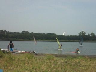 今日もウインドサーフィンです。