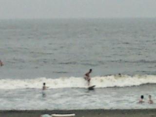 16:56、曇りの湘南茅ヶ崎パーク船前、サーフィン波情報。