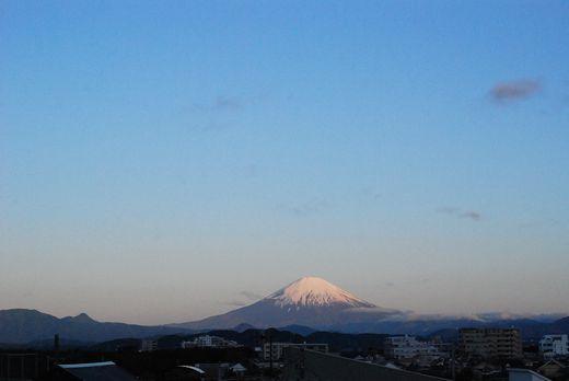 湘南茅ヶ崎から見た今朝の富士山